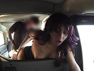 Taxi driver loves the feel of Kowtow Santos' amazing pussy