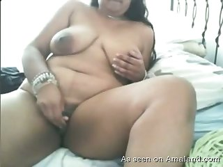 Fat amateur webcam whore keeps on masturbating her own meaty cunt