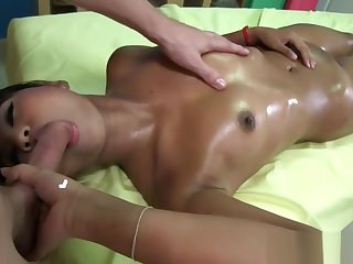 Massage therapeutist gets laid by female Thai consumer