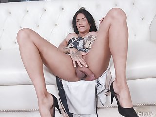 Erotic display of a spicy Asian fingering her cunt