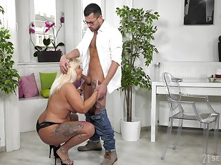 Chubby mature gags a little before sticking this hammer in her ass